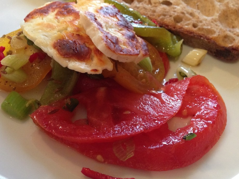 Grilled halloumi with tomato, pepper and cumin salad