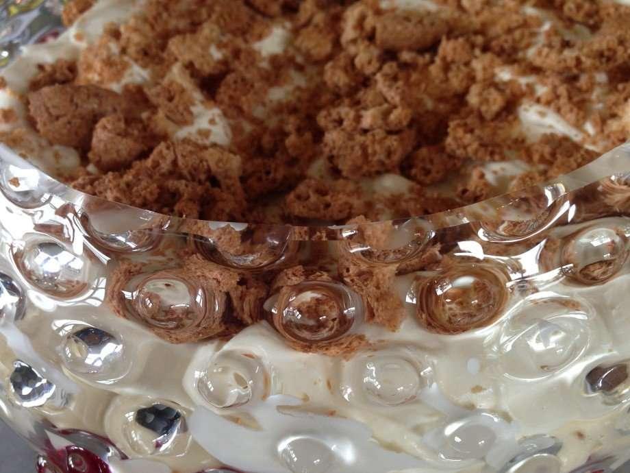 Instant amaretto trifle