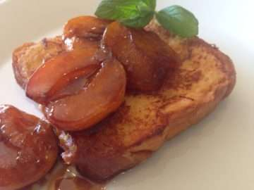 Pain perdu with baked apricots