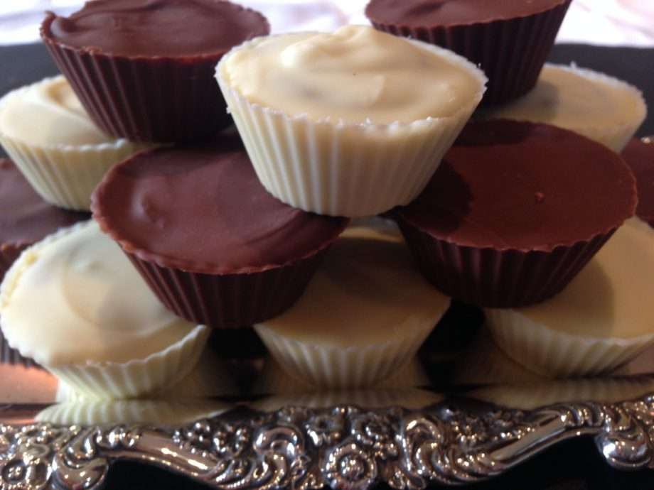 Cashew nut and chocolate cups