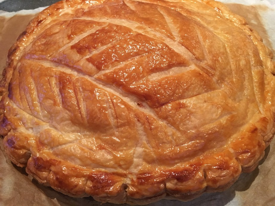 White chocolate and cherry galette des rois caroline barty - Deco galette des rois ...