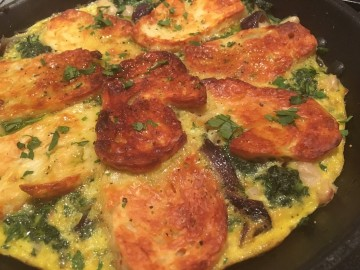 Red onion, spinach and halloumi frittata