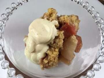 Quince and pear crumble