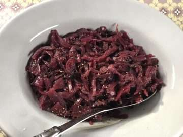 Slow-braised red cabbage with apple and juniper berries