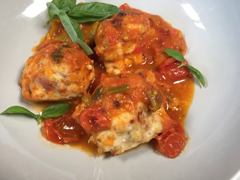 Baked chicken polpettine with quick red pepper sauce