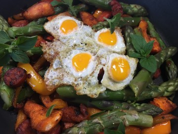 Warm chorizo, pepper and asparagus salad with migas