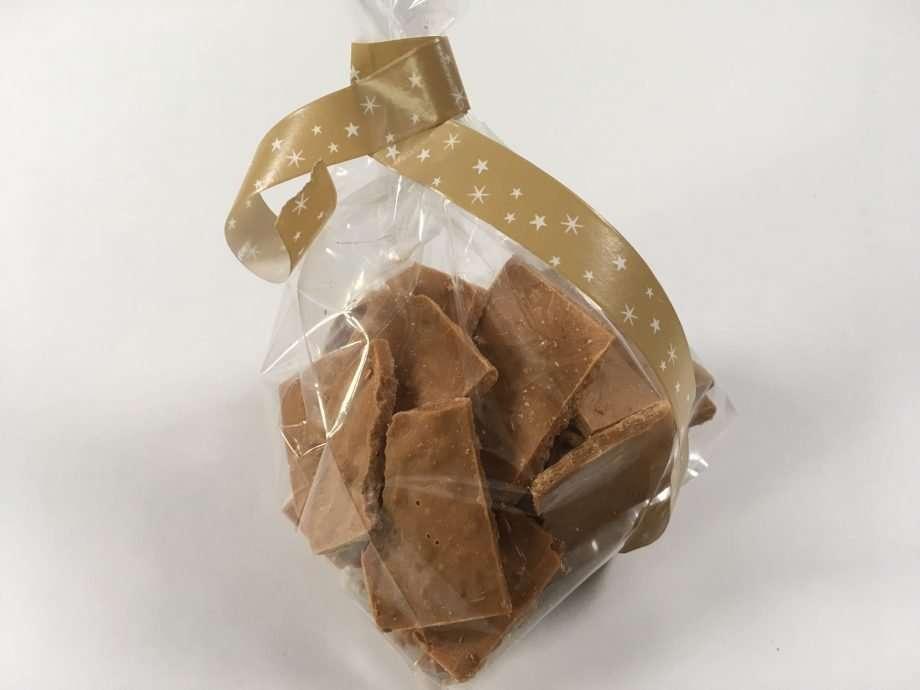 Caramelised white chocolate feuilletine squares