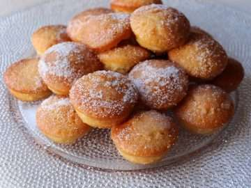 Mini Amaretti and Lemon Drizzle Cakes